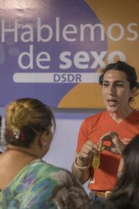 Grecia O'Hara, activista y comunicadora en Somos CDC, parte de RHRN, en uno de los espacios de sensibilización de la plataforma.